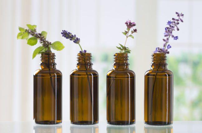 Pulvérisez vos maux de tête avec cette huile essentielle