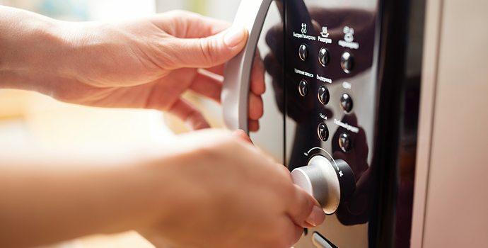 Micro-ondes: à la décharge ou dans votre cuisine?