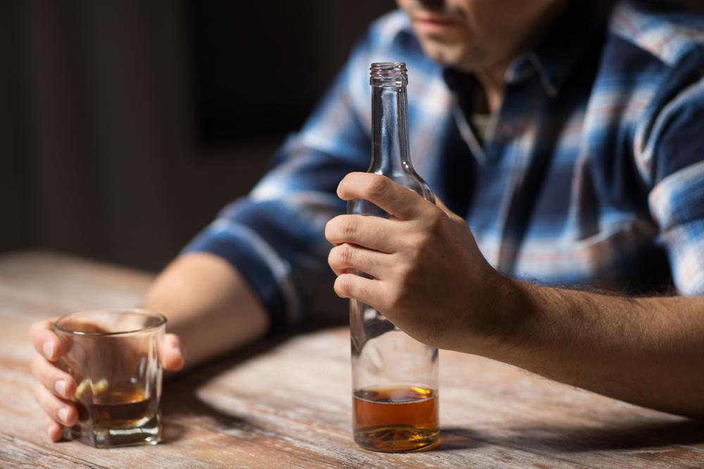 datant d'un homme plus âgé alcoolique